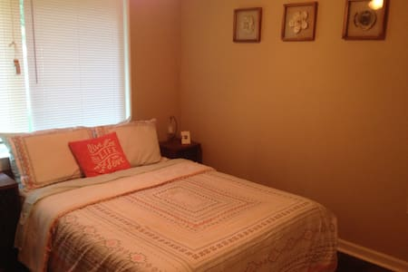 Private, Clean Room Near Hobby Airport - Houston - House
