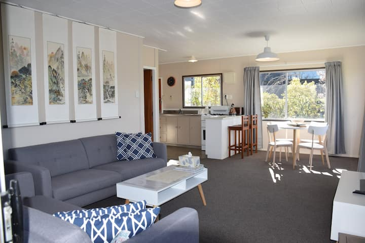 Super Location: Stones-throw to the Lake