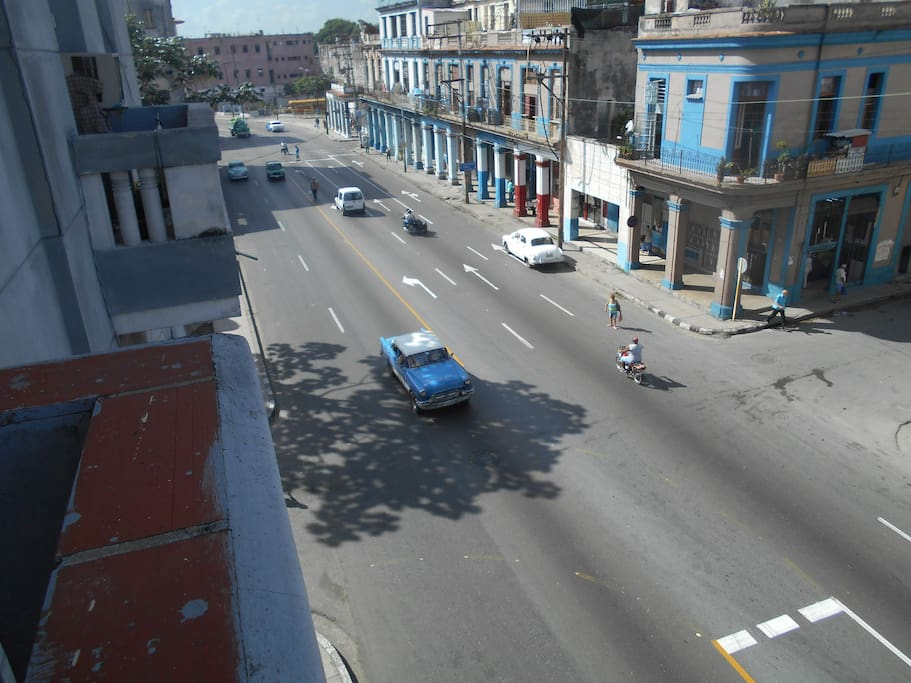 View from the balcony to Infanta Avenue or 10 de octubre avenue in Map :)