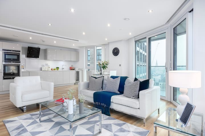 VIBRANT ONE BED APT IN ALDGATE, ALTITUDE POINT