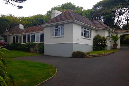 Comfortable Villa with Sea Views The White House - Praa sands - Vila