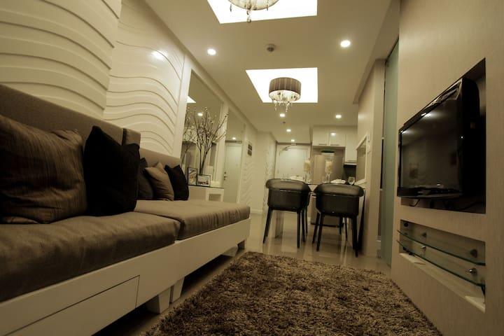 Fort Bonifacio Elegant 1 BR Suite