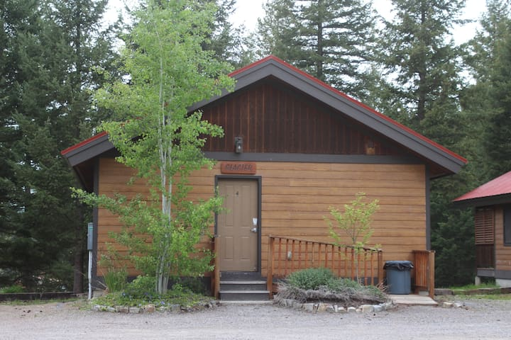 Glacier  Cabin @ The Historic Tamarack Lodge