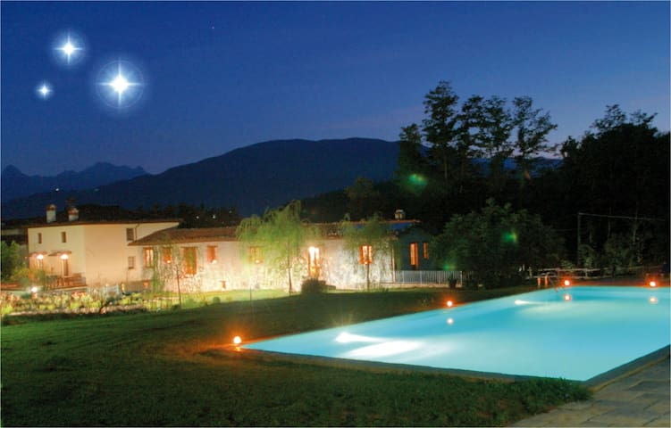 Apt Lucia with pool & beautiful Tuscan countryside - Villa Collemandina