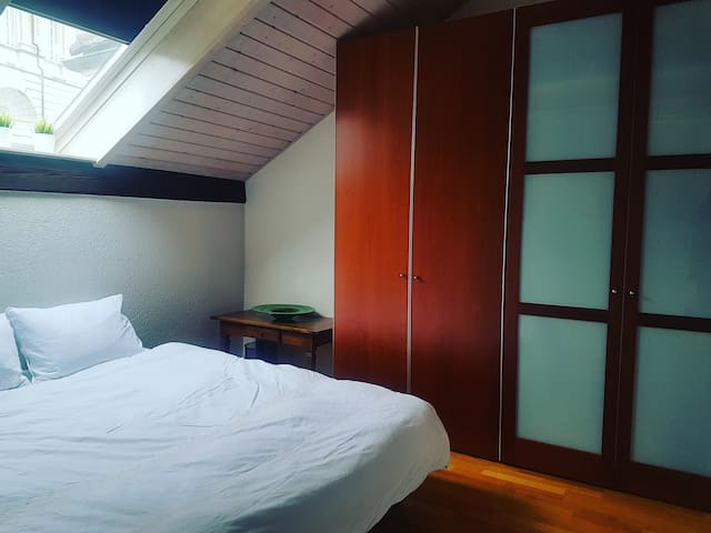 Jolie chambre avec salle de bain à Lausanne-Centre