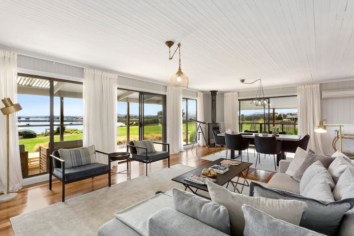 Luxurious Waterfront with Private Beach-Tasmania.