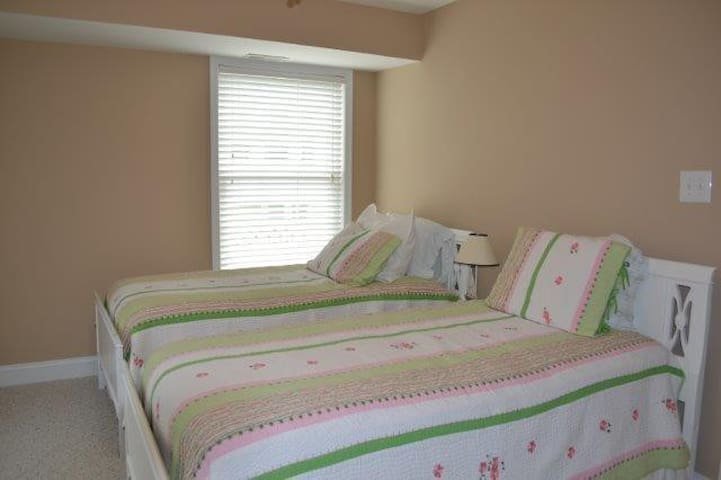 First floor- twin beds