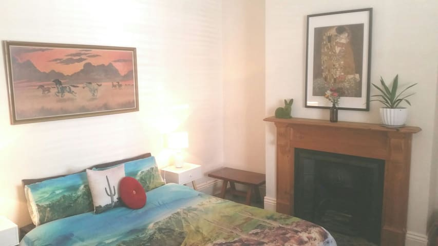 Beautiful, bright and clean home 30mins from City - Northcote - Casa
