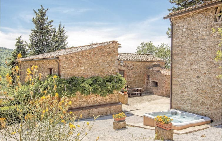 Holiday cottage with 6 bedrooms on 334m² in Gaiole in Chianti SI