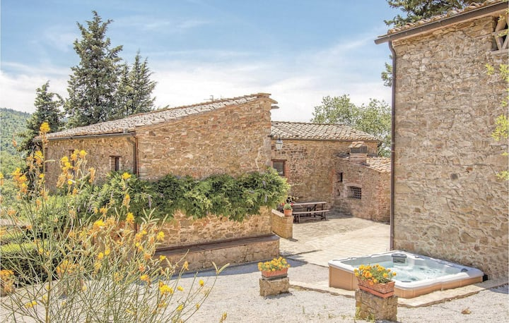 Holiday cottage with 8 bedrooms on 334m² in Gaiole in Chianti SI