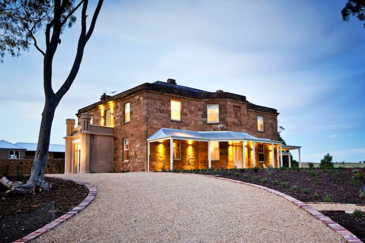 KINGSFORD HOMESTEAD - Luxury Accommodation