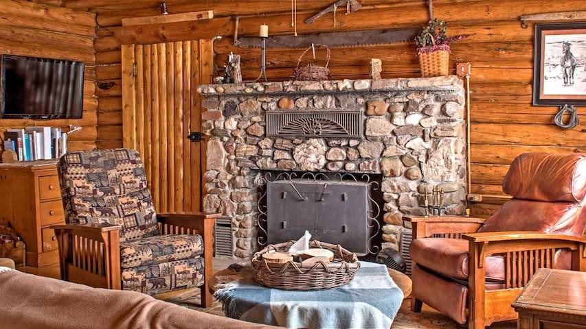 New! Rustic 5BR Saratoga Cabin w/ Mountain Views!