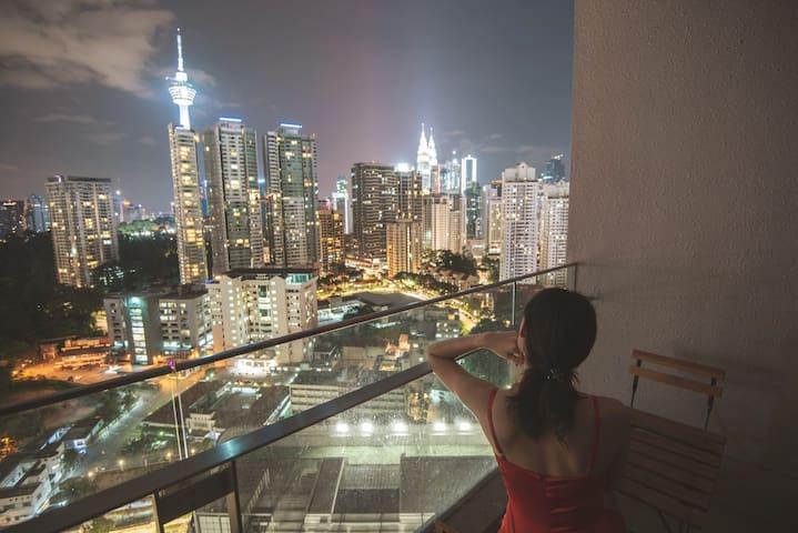 WhiteForestPixels-Balcony KLTower&KLCC View-2 Qbed