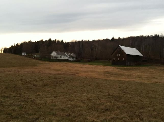 Peaceful, Spacious, Historic Vermont Homestead - Woodbury - Rumah