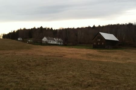 Peaceful, Spacious, Historic Vermont Homestead - Woodbury