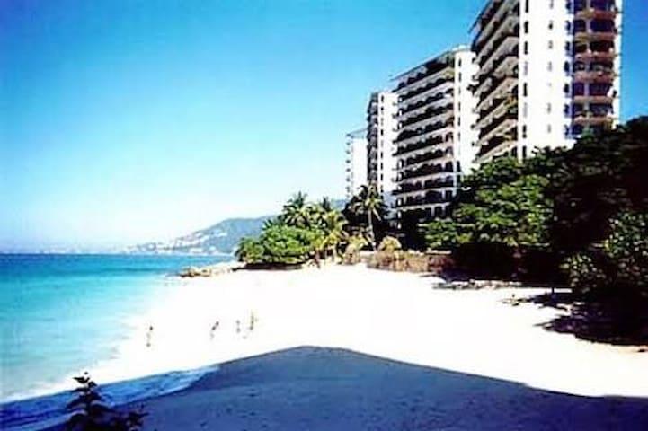 3BR Luxury Beachfront Condo at Playas Gemelas