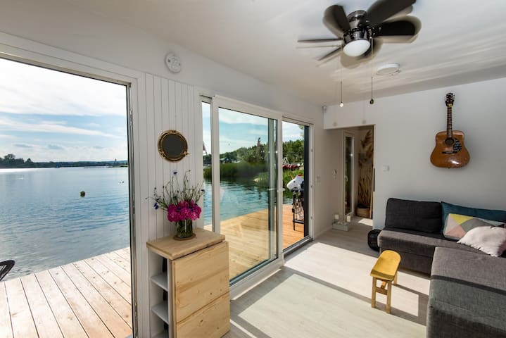 Modern floating APARTMENT near CRACOW  + BREAKFAST