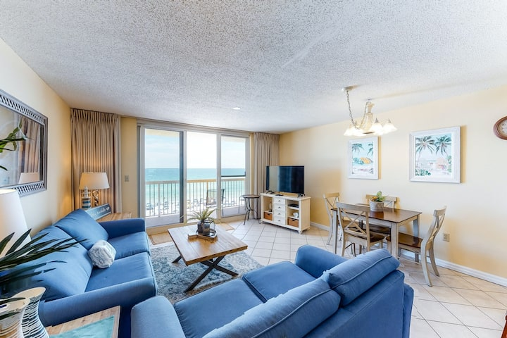 Gulf-front, 6th-floor condo w/ balcony, shared pools/hot tub - steps to beach!