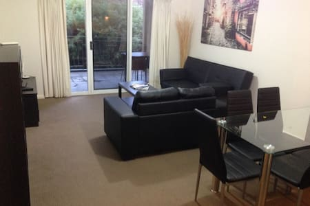 2 br 2 bath apartment - 1.6km from city - - O'Connor