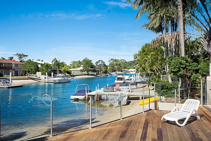 Waterfront Noosa Escape!