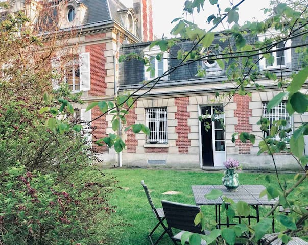 House in Senlis, Calm&Authenticity