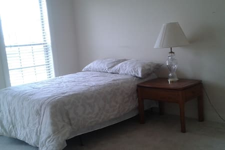 Quiet \comfy room w/ en suite bath - Gainesville - House - 1
