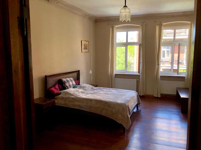 Sunny Room in Heart of Poznań, Minutes to Old Town