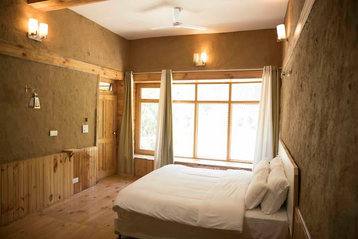 Deluxe room ( Devat Farm Cottages ) at Tirthan Banjar Gushaini