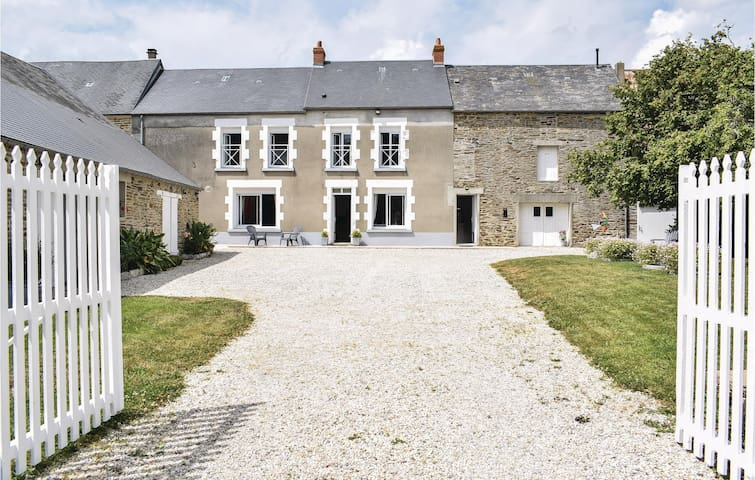 Holiday cottage with 3 bedrooms on 106m² in Anctoville