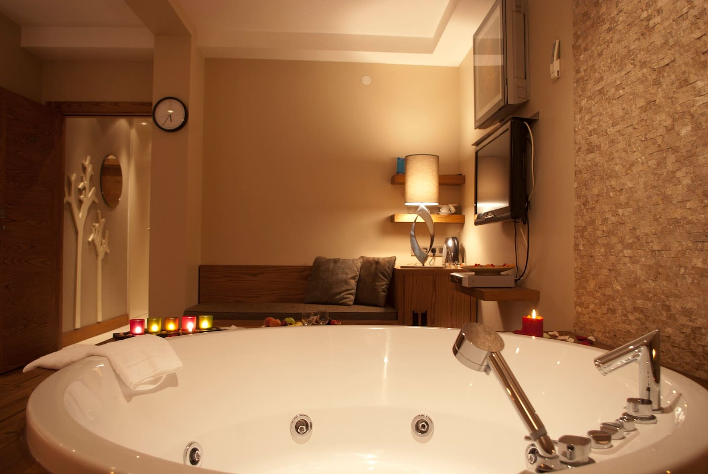 JACUZZI ROOM IN TAKSİM - Boutique hotels for Rent in Beyoğlu ...