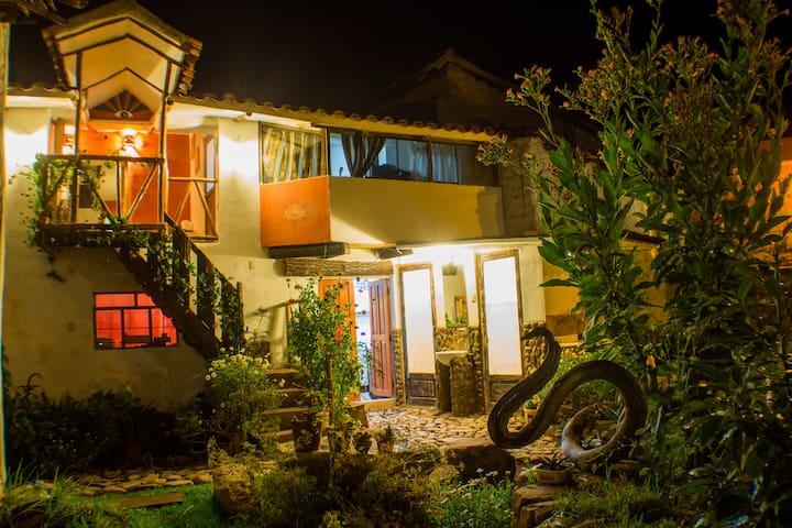 habitacion Matrimonial / baño privado en Urubamba