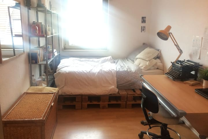 Kleines Zimmer in der Innenstadt