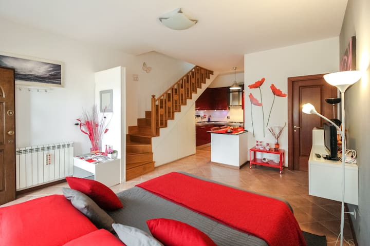LOVELY FLAT + PRIVATE PARKING (METRO Ostia Antica)