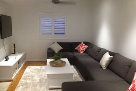 Stroll to the Beach- Studio Flat - Barrack Heights