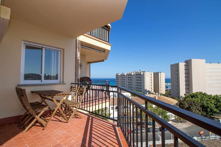 Apart. TERRACE+pool+A/C+sea VIEWS+WIFI+sofa bed