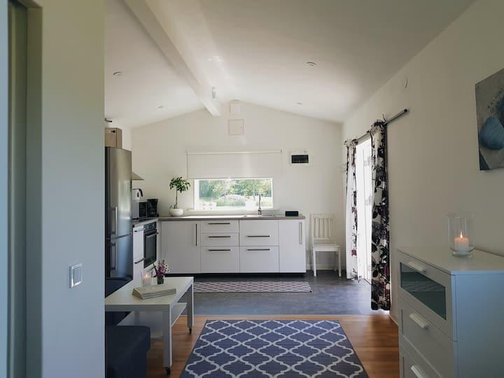 Hyr en nybyggd stuga på Svanviks gård
