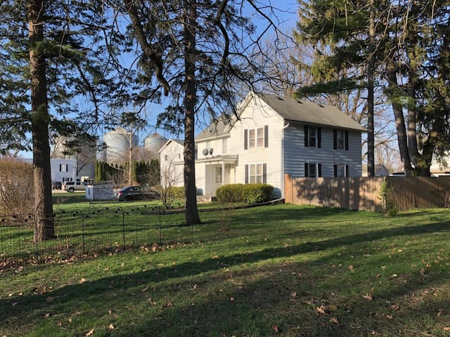 Rockford/DeKalb/Sycamore Area Country Home