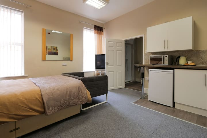 Quality homely studio rooms with own kitchennette