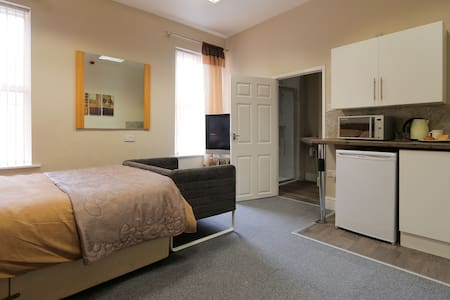 Quality homely studio rooms with own kitchennette - Blyth - Haus