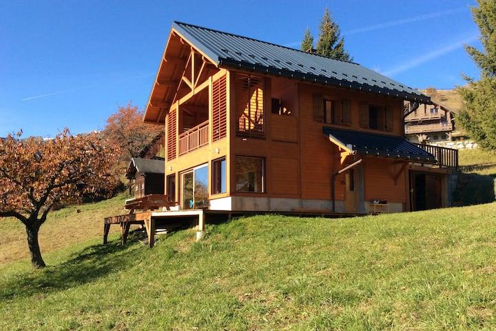 Chalet familial plein sud avec vue en Savoie