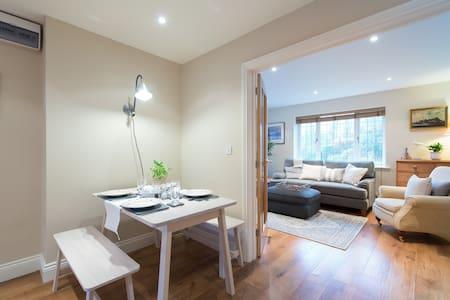 Comfort Luxury 2 Ensuite Bedrooms Parking Hot tub