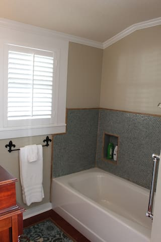 Mon Ami Bathroom