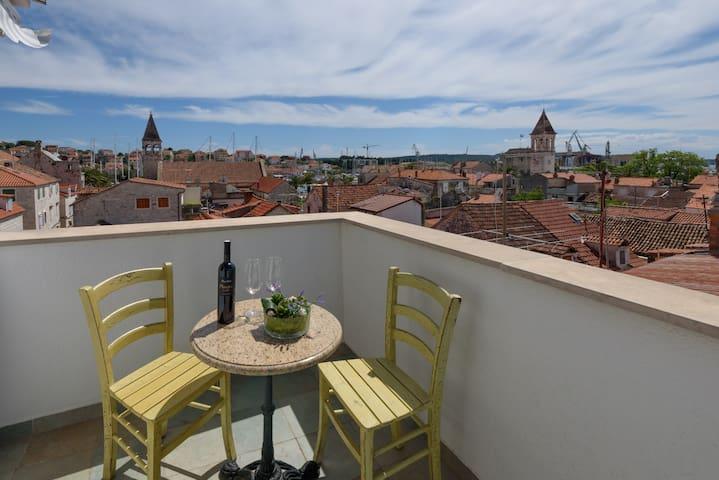 Apartment in Villa Meri, Trogir old town - Trogir - Bed & Breakfast