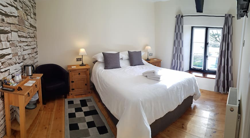 AA 4* B&B, The Graphite room, breakfast included