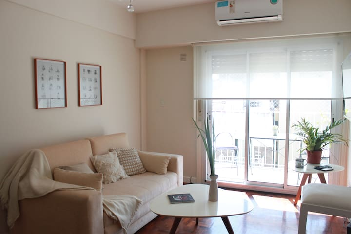 Clean & bright apartment with balcony in Recoleta