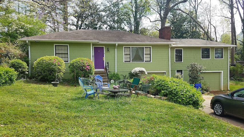 GREAT 3/2 HOME IN CITY w/ YARD, PARKS, NIGHT LIFE!