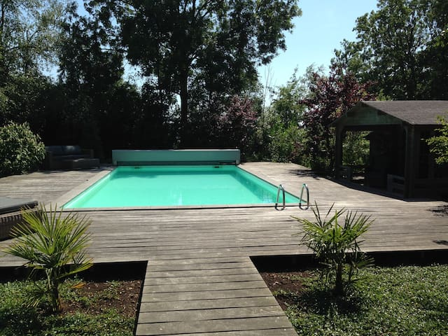 Yes, the outdoor swimmingpool !
