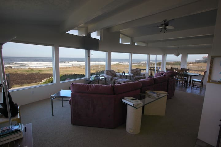 Ocean Front Panoramic View Home--winter rates $220 - Yachats - Haus