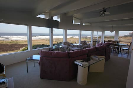 Ocean Front Panoramic View Home--winter rates $220 - Yachats - Hus