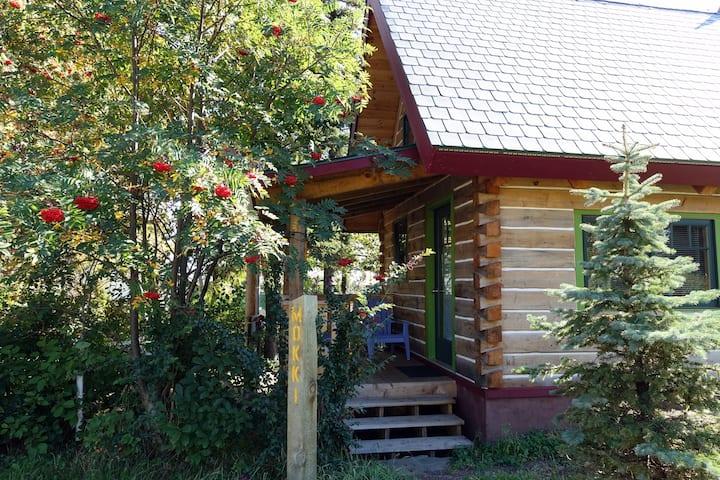Mökki: Dovetail Log Cabin, Downtown